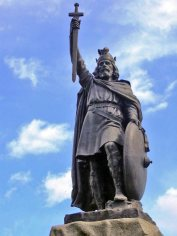 Alfred the Great's statue at Winchester. Hamo Thornycroft's bronze statue erected in 1899.